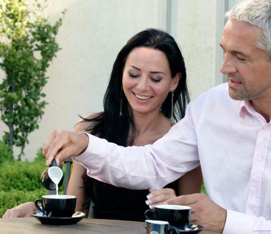 older-men-dating-younger-women